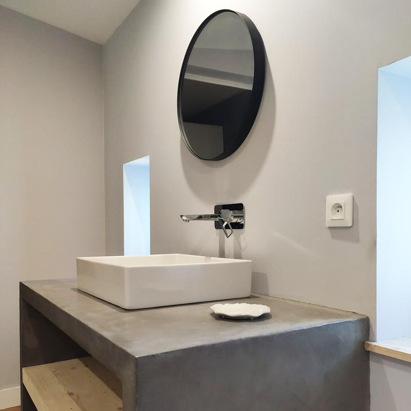 salle de bain gris bois épurée