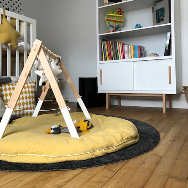 Tapis jeux gris jaune chambre bébé
